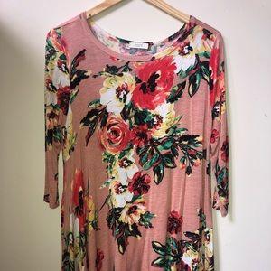 Quarter sleeved floral dress.